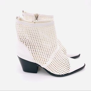 ♥️ NWT! SAM EDELMAN WHITE LEATHER CAGE BOOTIES